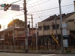阪堺電車線路沿い 御陵前交差点